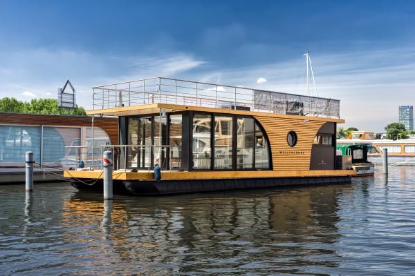 Noch eine ganz andere Veranstaltungslocation: Das Seminarboot Wellenlänge bietet kreativen Platz für kreative Gedanken. Foto: Spacebase