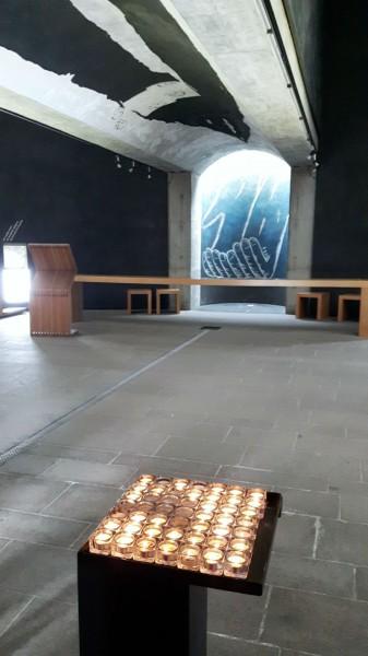 """Ein architektonisches Meisterwerk von außen, eine ganz andere Veranstaltungslocation von innen: Die Kirche """"Santa Maria degli Angeli"""". Foto: CI"""