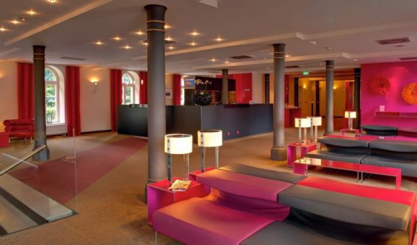 Rezeption und Lobby im Ghotel Ludwigsburg.