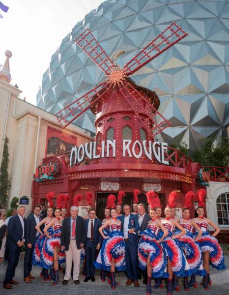 """Die Europa-Park Inhaberfamilie Mack eröffnet mit Jean-Jacques und Jean-Victor Clerico vom """"Moulin Rouge"""" (6. u. 7. v.l.) die neue Attraktion """"Eurosat - CanCan Coaster"""""""