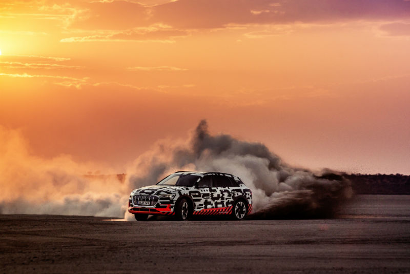 Fahrdynamiktest in der Kalahari: Audi testet neuen e-tron-Prototyp in  Namibia