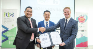 From Left-Ashwin Gunasekeran (CEO of PCEB), Honourable Mr Yeoh Soon Hin (Penang State Minister for Tourism, Arts, Culture & Heritage), Ross Barker (Commercial Director of The Meetings Show)